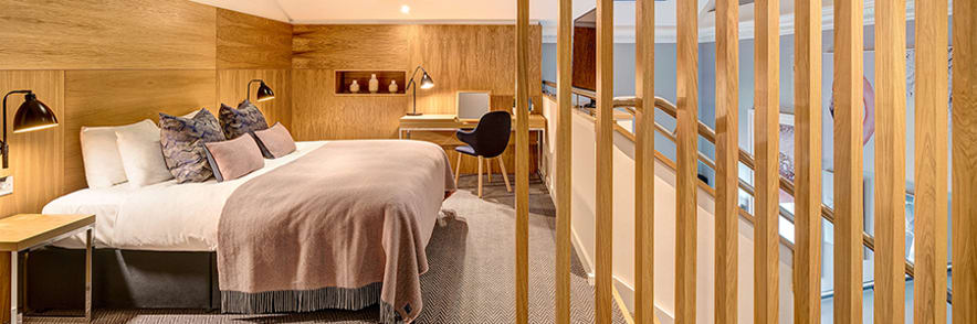 Enjoy a 10% Discount on UK City Break Bookings Plus a Free Bottle of Fizz at Apex Hotels